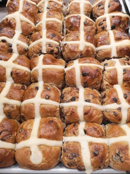 Hot cross raisin buns